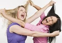 Bị đánh ghen, kiện đòi bồi thường tổn thất tinh thần?