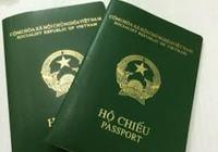 Làm rách hộ chiếu, cấp lại nộp tiền gấp đôi?