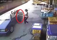 Cô gái thoát chết trong gang tấc khi lốp xe bất ngờ lao đến