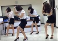 Clip bốn chị em công sở xinh đẹp và điệu nhảy vô cùng thú vị
