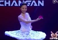 Mỹ nhân vừa múa ballet và biểu diễn ảo thuật tuyệt vời