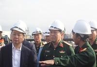 Tướng Ngô Xuân Lịch thị sát việc xử lý dioxin sân bay
