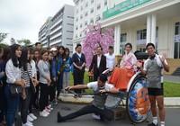 3 chàng trai kéo xe vòng quanh thế giới đã tới Đà Nẵng