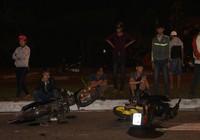 8 xe máy húc nhau, 1 phụ nữ mang thai nhập viện