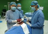 Cắt bỏ khối u 'khủng' chèn mạch cổ cho bệnh nhân