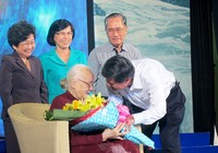 Phu nhân cố TBT Nguyễn Văn Linh ra mắt sách 'Tiếng sóng bủa ghềnh'