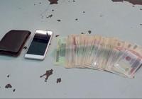 Thong dong đi bộ sau khi cướp 13 triệu đồng