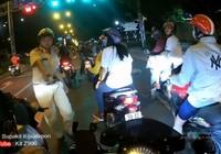 Thanh niên chạy môtô khủng 'bắn' tiếng Anh đối phó CSGT