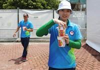 Cung thủ Việt Nam ăn mì ly chờ thi đấu SEA Games