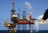 Giá dầu giảm gần một nửa so với dự toán