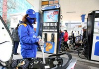 Giá xăng tăng lần thứ năm, lên trên 18.000 đồng/lít