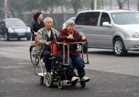Chiếc xe đặc biệt và cặp vợ chồng 'đẹp đôi nhất Trung Quốc'