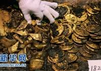 Phát hiện hàng trăm 'bánh vàng' trong mộ cổ hoàng đế bị truất ngôi