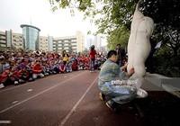Trung Quốc gây tranh cãi khi mổ heo sống trước mặt học sinh