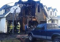 Bị đình chỉ học, 4 học sinh rủ nhau đốt nhà hiệu trưởng