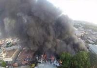 Máy bay rơi xuống chợ, bảy người thiệt mạng