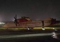 Hai máy bay va quẹt trên đường băng, bốc cháy ở Indonesia