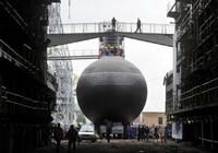 Tàu ngầm Nga bị chiến hạm Anh chặn ở Biển Bắc