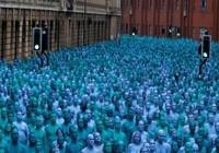 Hàng ngàn người khỏa thân vì nghệ thuật ở Anh