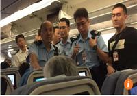 Nữ hành khách Trung Quốc bị bắt vì tạt nước cam vào tiếp viên hàng không