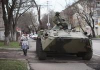 Xe tăng Nga lũ lượt tiến sát biên giới Ukraine