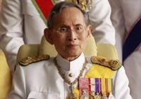 Vua Thái Lan sức khỏe yếu hơn, phải thở bằng máy