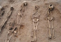 Phát hiện 48 bộ xương chứa bí ẩn về 'cái chết đen'