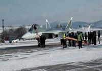 Lộ ảnh tiêm kích tàng hình T-50 Nga lần đầu bay thử