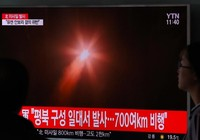 Triều Tiên 'chớp thời cơ' phóng tên lửa