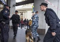 Bị đe dọa có bom, 100.000 người Nga sơ tán khẩn