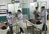 Bệnh viện Hóc Môn ngập, bác sĩ đi ủng khám bệnh