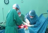 Cứu người phụ nữ mang khối u xơ 'khủng' nặng gần 6 kg