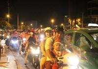 Vui đón Giáng sinh, phố Sài Gòn kẹt cứng