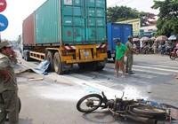 Va chạm với xe container, hai anh em họ tử vong