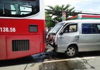 3 xe khách tông liên hoàn, hàng chục hành khách hoảng loạn