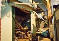Clip: Hiện trường vụ xe tải tông quán phở