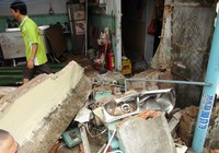 Xe tải mất lái, tông sập một quán phở