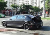Siêu xe Bentley bị xe container tông nát đuôi