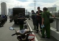 Nghi vấn một thanh niên để lại xe máy rồi nhảy cầu Sài Gòn