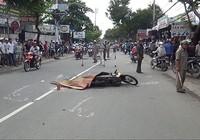 Xe cứu thương chạy khỏi hiện trường sau khi cán chết người