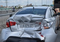 Cả gia đình trong ô tô hoảng loạn khi bị xe khách tông