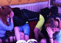 Clip hàng chục thanh niên phê ma túy trong quán karaoke