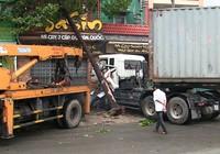 Container tông liên hoàn, bé trai 3 tuổi tử vong