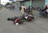Tông xe máy trực diện, 2 người trọng thương