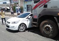Xe tải húc văng ô tô trên Quốc lộ qua TP.HCM