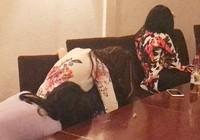 Tiếp viên áo dài trong quán hát chui