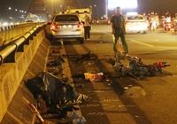 Người chết, xe vỡ vụn khi tông vào ô tô ở cầu Bình Lợi