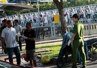 Người đàn ông gục chết trên xe máy ven kênh Nhiêu Lộc