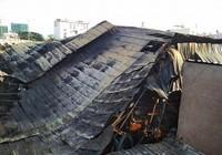 Cảnh hoang tàn sau vụ cháy nhà xưởng ở Tân Phú