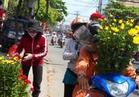 Chợ hoa ngày Tết: Hoa cười người... ngáp